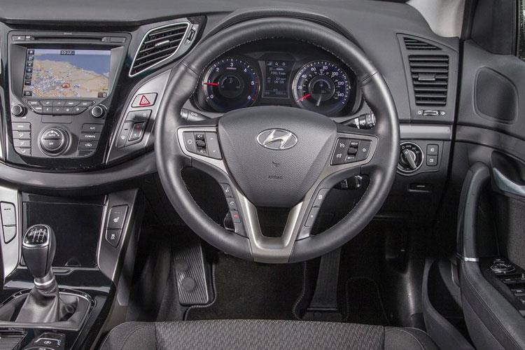 Hyundai i40 Saloon 1.7 CRDi Blue Drive 115PS S 4Dr Manual [Start Stop] inside view
